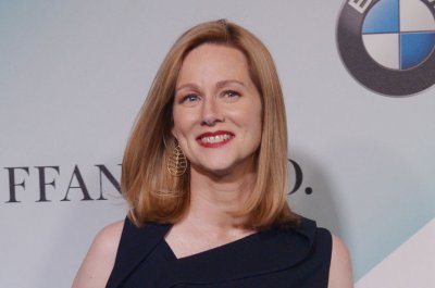 Laura Linney joins Tom Hanks in Captain Sully biopic