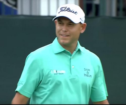 Bill Haas shoots 67, leads Valspar by one