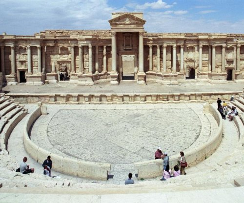 Valery Gergiev and Mariinsky Orchestra perform concert in ruins of Palmyra