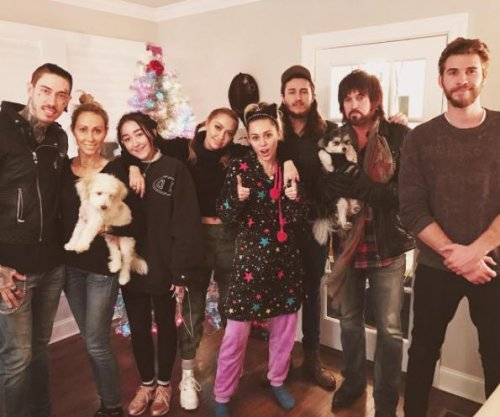 Miley Cyrus, Liam Hemsworth celebrate early Christmas with her family