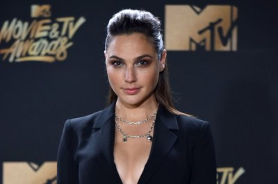 Gal Gadot in talks to join cast of 'Deeper' with Bradley Cooper