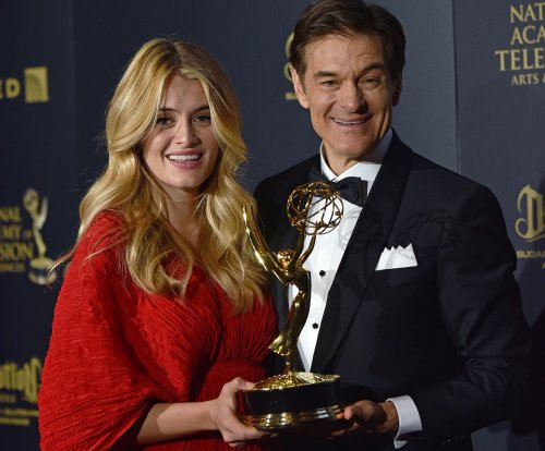 Daphne Oz welcomes third child, shares family photo on Twitter