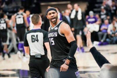 Vintage Vince Carter leads Sacramento Kings past Cleveland Cavaliers