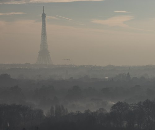 Paris imposes travel restriction for third day to combat air pollution