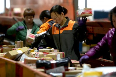 U.S. goods, services trade deficit decreases in February