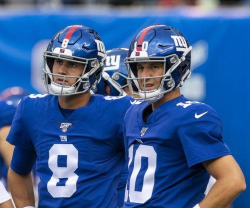 Giants name Daniel Jones starting QB, bench Eli Manning
