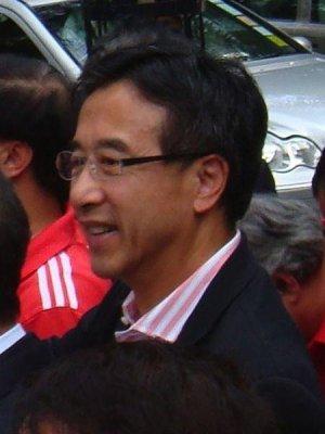 Hong Kong politician loses post over pro-democracy defense