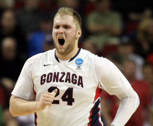 Gonzaga advances after pulling away from UCLA