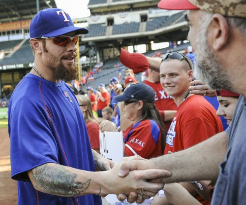 Texas Rangers' Josh Hamilton to miss start of season with knee trouble