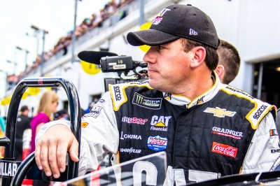 Ryan Newman wins duel with Kyle Larson at Phoenix