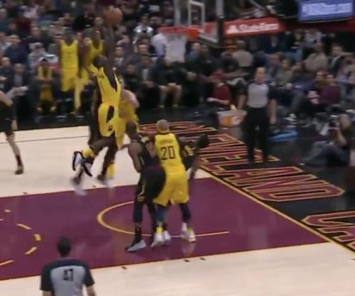 Lance Stephenson throws down powerful dunk, slaps LeBron's head