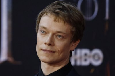 Alfie Allen says he was pranked with fake scripts on 'Game of Thrones'