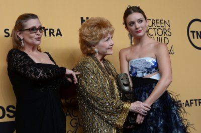 Billie Lourd sings on anniversary of Carrie Fisher's death