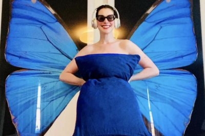 Anne Hathaway channels 'Princess Diaries' character for #PillowChallenge