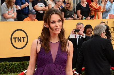 Keira Knightley talks pregnancy at 2015 SAG Awards