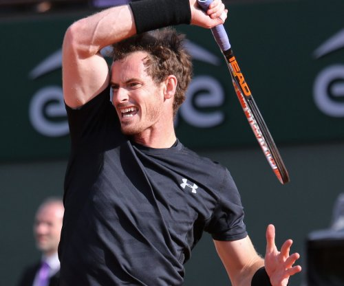Hot Murray moves on at French Open