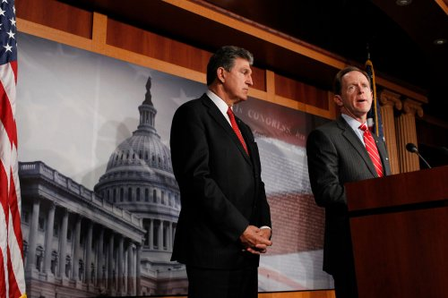 Toomey, Manchin mull gun-bill compromise to lure support