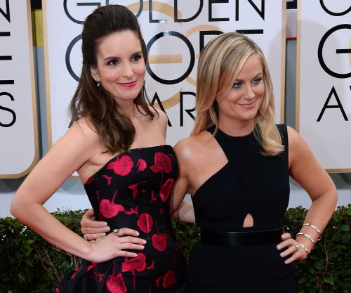 Tina Fey, Amy Poehler share promo for 2015 Golden Globes
