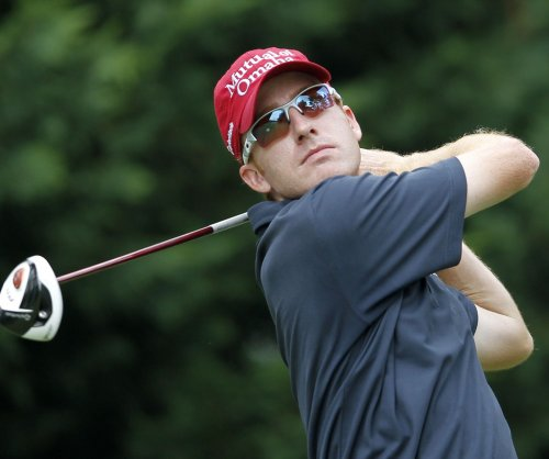 Castro leads PGA event after opening-round 62