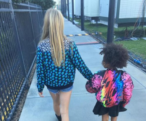 Blue Ivy, Apple Martin bond at Super Bowl 50