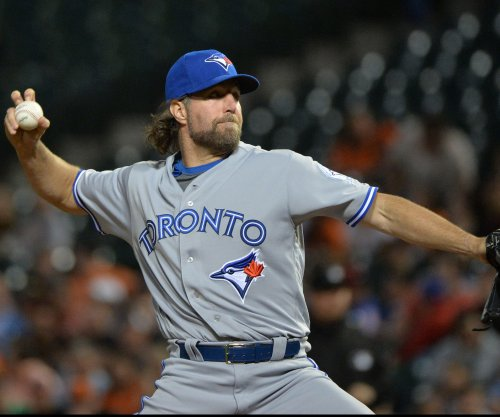 R.A. Dickey solves Boston Red Sox; Toronto Blue Jays win fourth straight