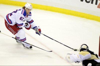 Edmonton Oilers waive forward Benoit Pouliot