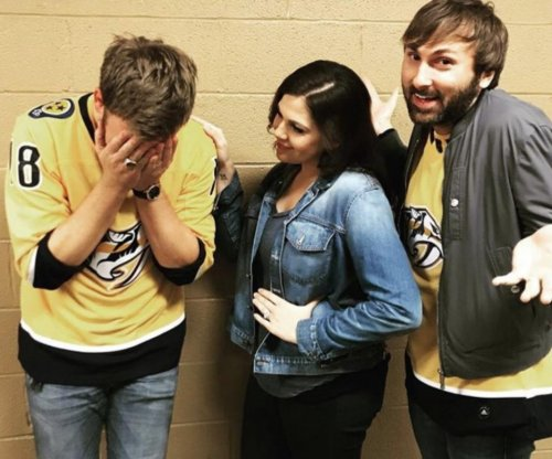 Lady Antebellum botches national anthem at Predators game