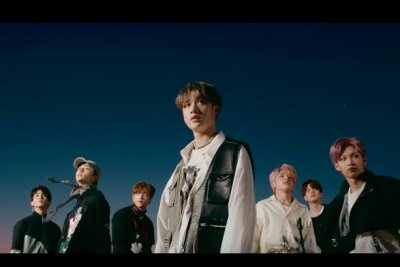 Stray Kids take L.A. in 'Double Knot' music video