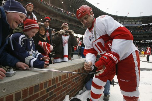 Chelios to join Red Wings' front office