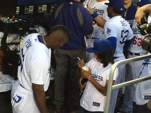 Mo'ne Davis messes with Clayton Kershaw as Dodgers get giddy for Little League star