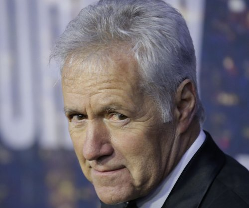 Alex Trebek sings 'Fresh Prince' theme song during 'Jeopardy'