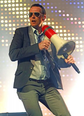 Lead singer Scott Weiland fired from Stone Temple Pilots