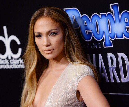 Jennifer Lopez legally removes her married name