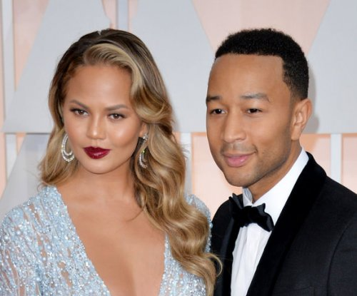 Chrissy Teigen, John Legend picture perfect at 2015 Oscars