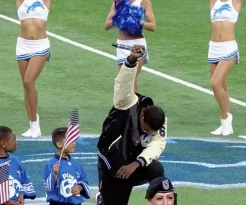 National Anthem: Detroit Lions singer takes knee, raises fist after singing song