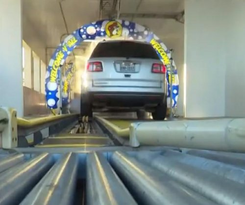 Car wash spanning 225 feet recognized as world's longest