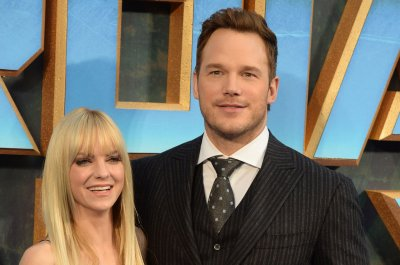 Chris Pratt, Anna Faris reunite for walk with son