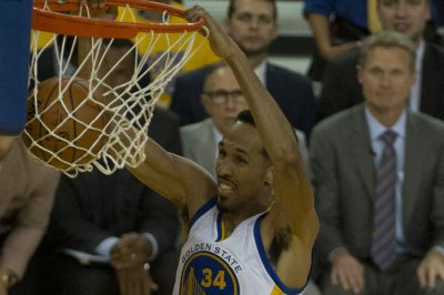 Golden State Warriors' Shaun Livingston nets ferocious dunk against Rockets