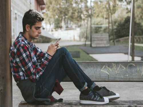 Problematic smartphone use linked to mental health woes