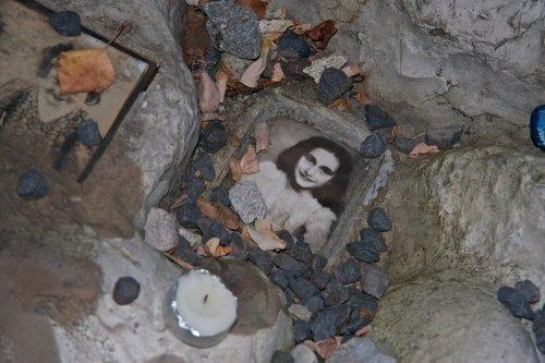 Anne Frank-themed 'escape room' criticized