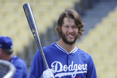 Clayton Kershaw gifts scotch to Los Angeles Rams
