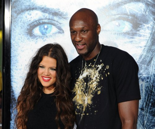 Khloe Kardashian, Lamar Odom sign to finalize divorce