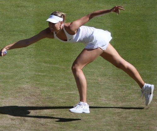 Maria Sharapova, Agnieszka Radwanska advance at WTA Finals