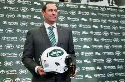 Jets' Adam Gase, ex-GM Mike Maccagnan disagreed on paying RB Le'Veon Bell