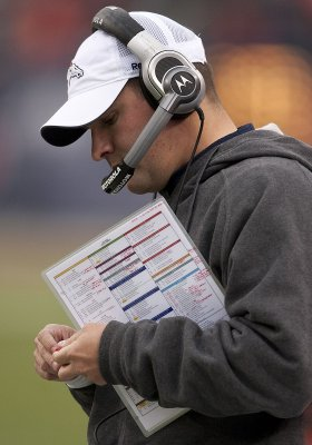Rams hire McDaniels to run offense