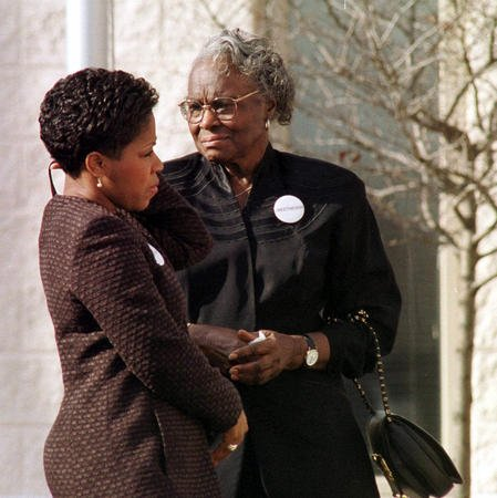 Alyne Payton, mother of NFL great Walter, dies at 87