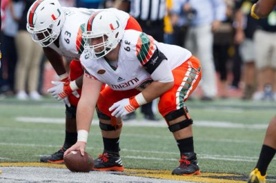 Miami Hurricanes center Nick Linder leaves team, wants to transfer