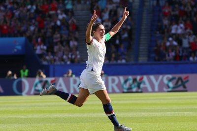 World Cup: Carli Lloyd scores twice in 3-0 U.S. win over Chile