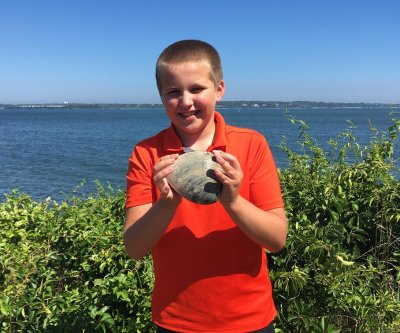 Quahog found by 11-year-old might be Rhode Island's largest clam