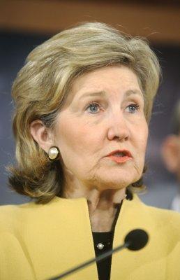 Hutchison won't resign Senate seat soon